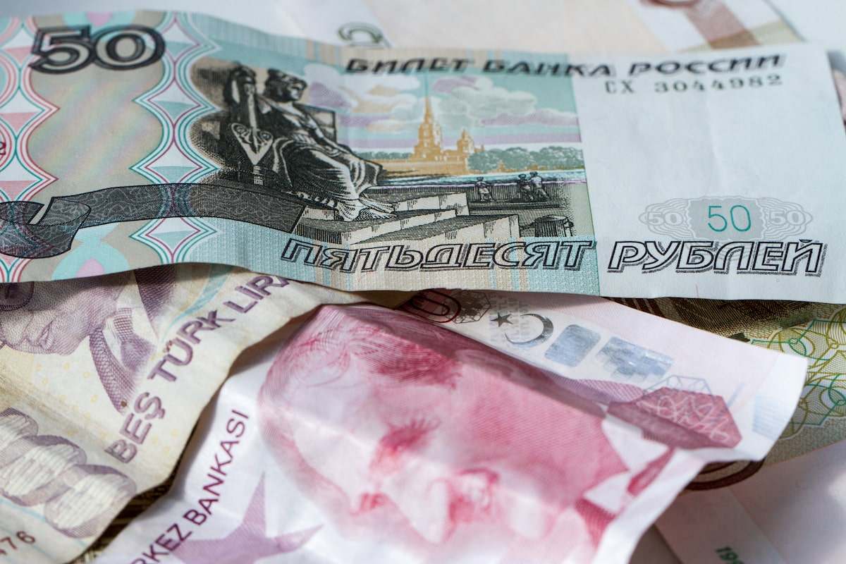 Russia is moving away from the dollar